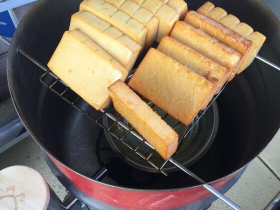 Smokai Smoked Cheese in the Keg Smoker